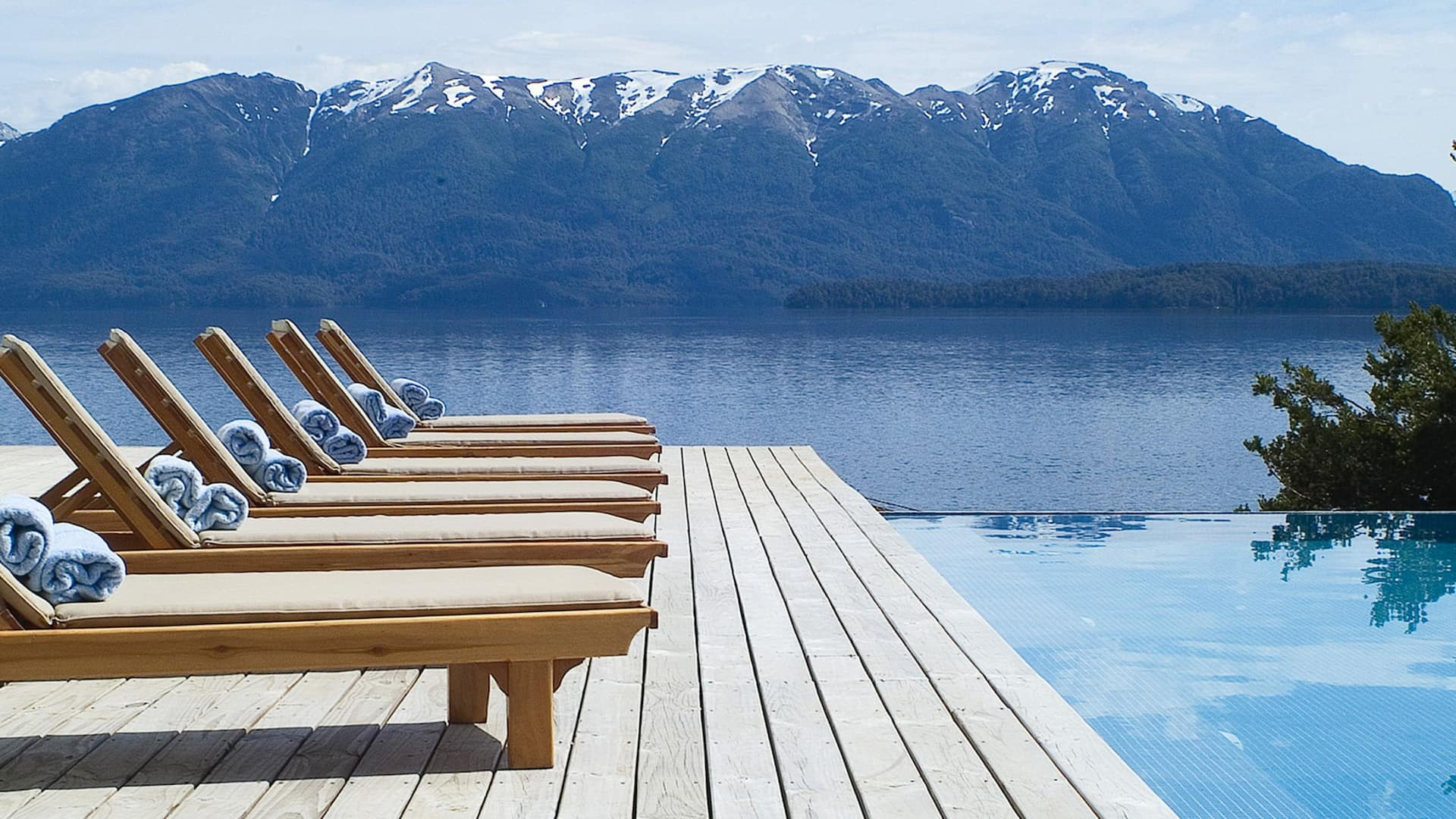 The most exhilarating lake and mountain views