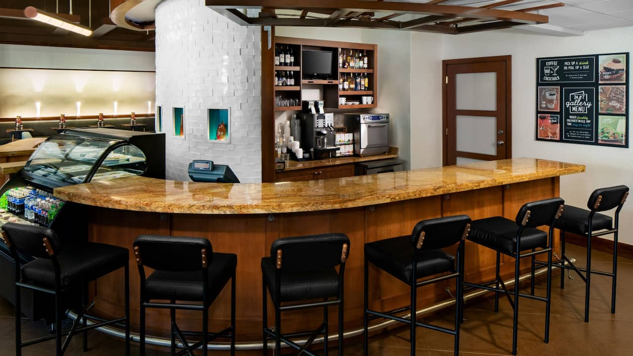 Hyatt Place Roanoke Airport/Valley View Mall bar