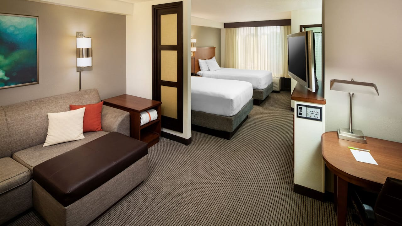 Spacious double bed guestroom at the Hyatt Place Roanoke Airport/Valley View Mall