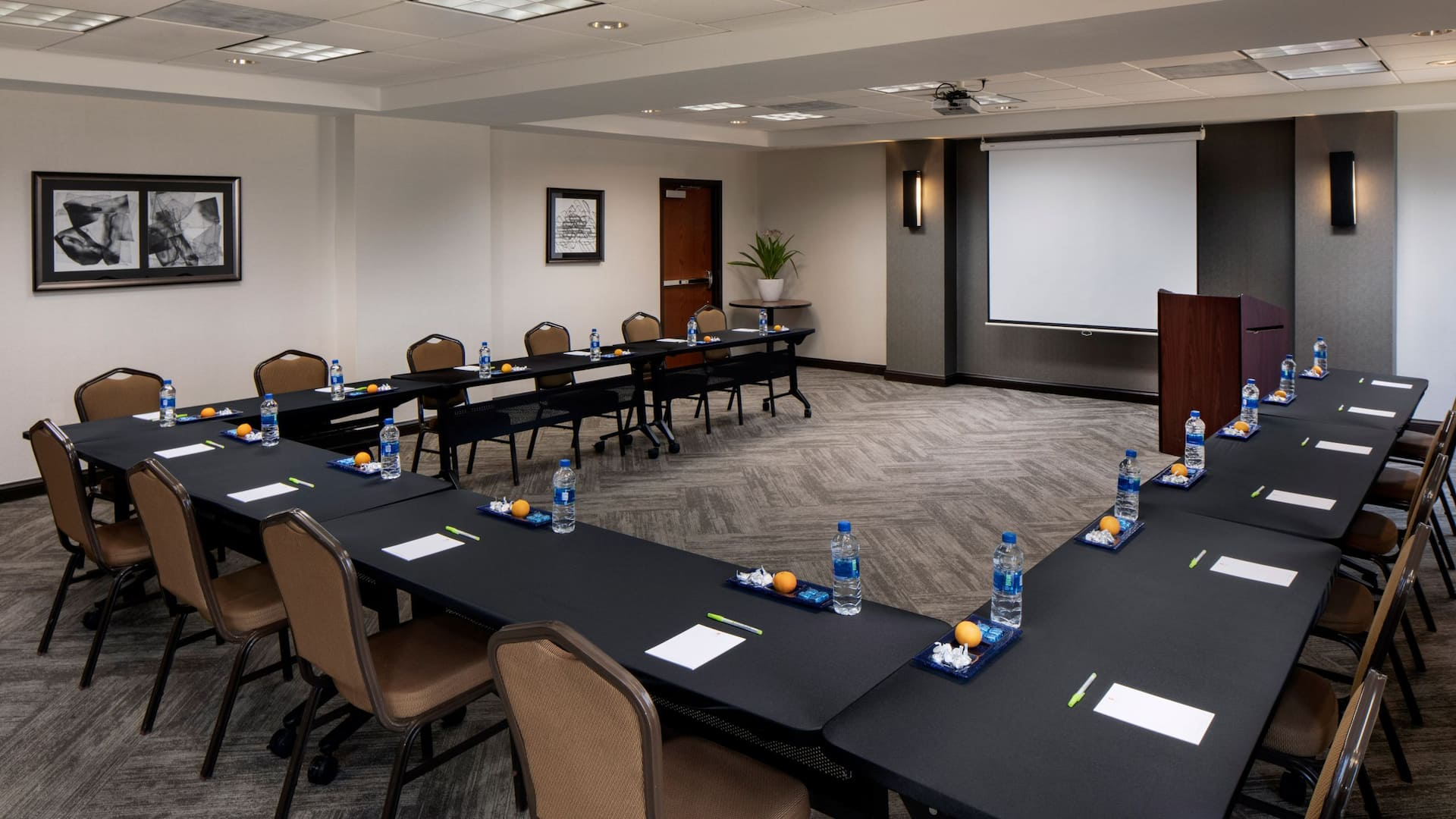 U shaped meeting room