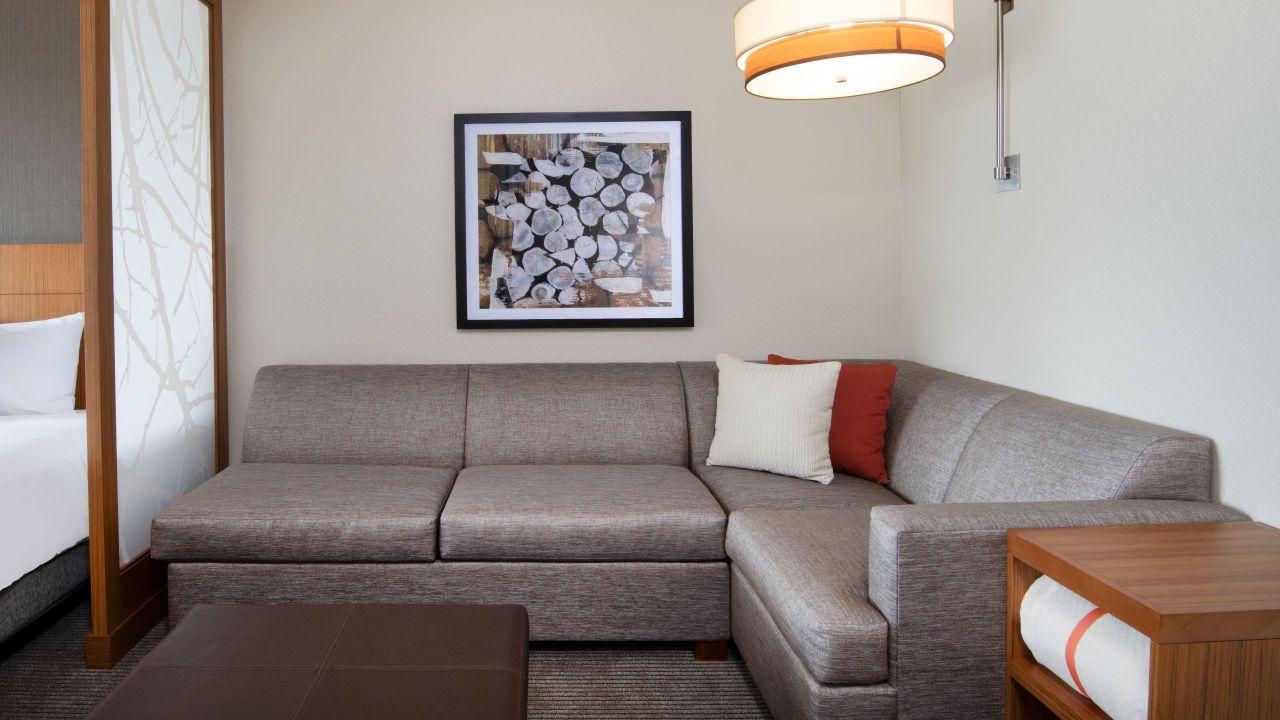Hyatt Place Denver / Westminster Two Queen Living Room
