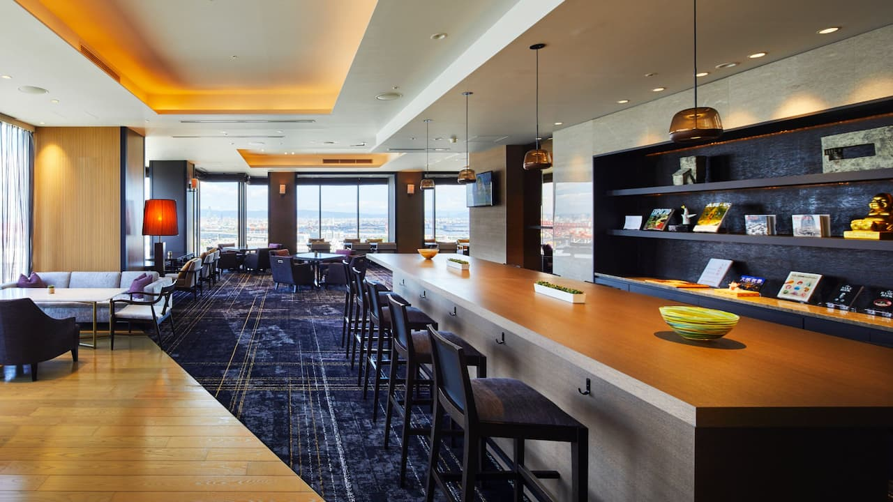 Hyatt Regency Osaka – Regency Club Lounge Communal Table