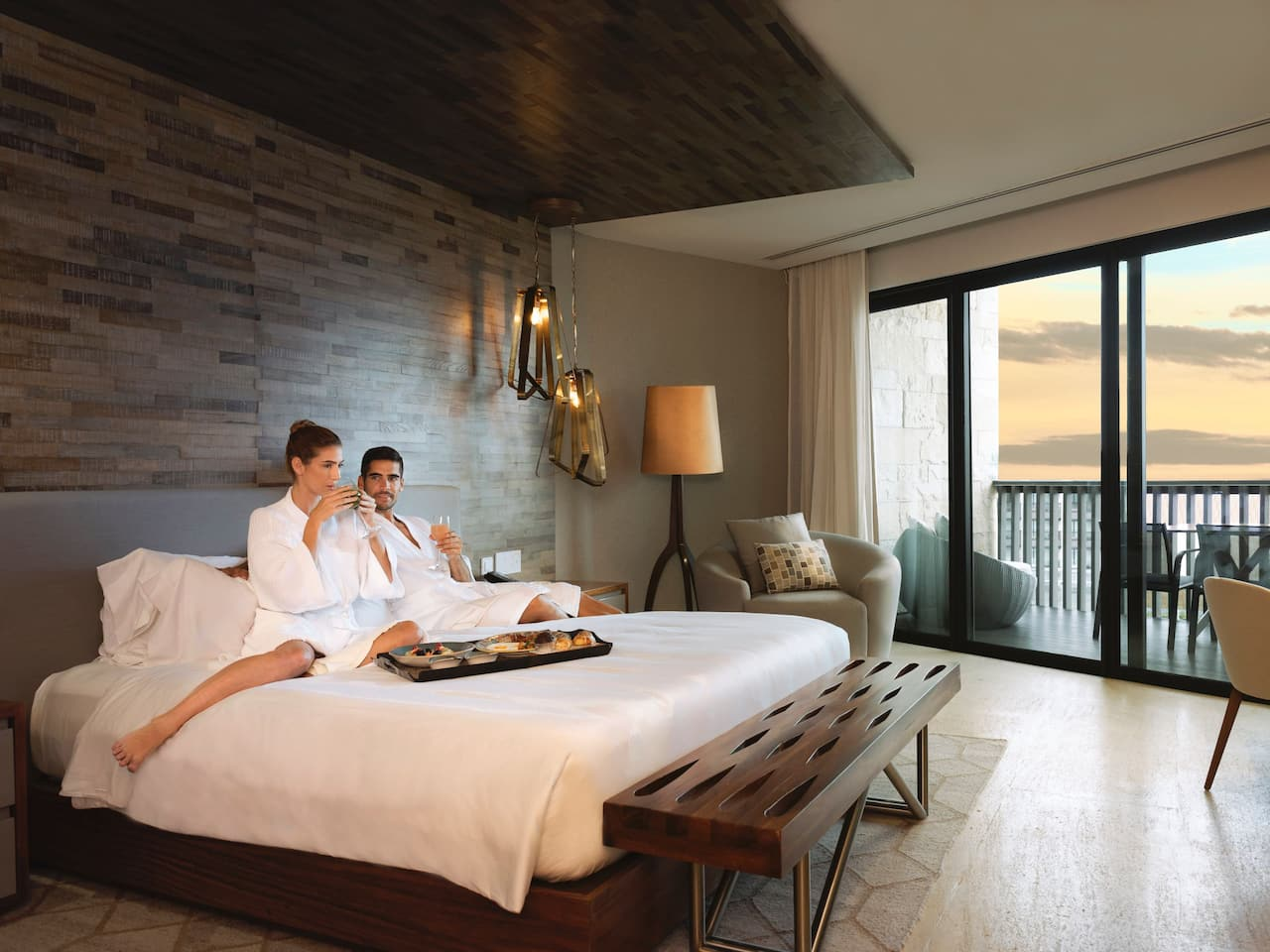 CUNPC_P430 Lifestyle Presidential Suite Oceanfront View