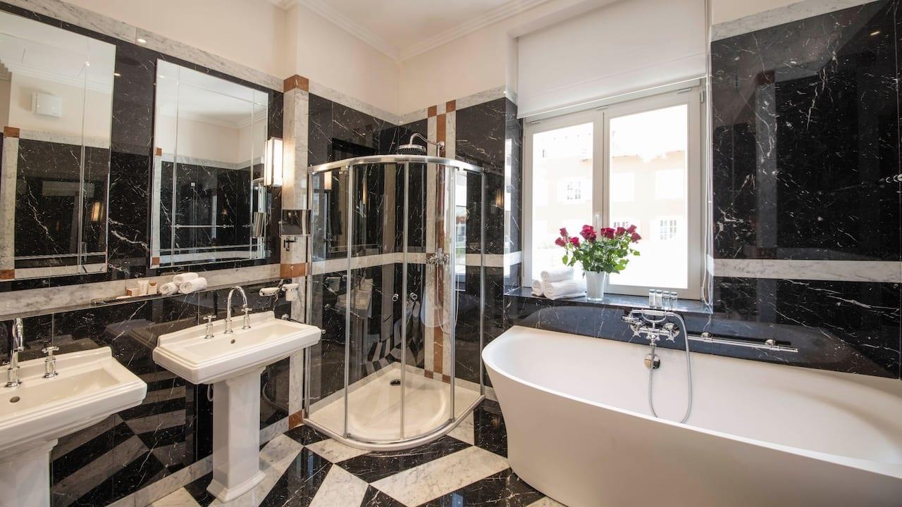 Augusta Suite Bathroom