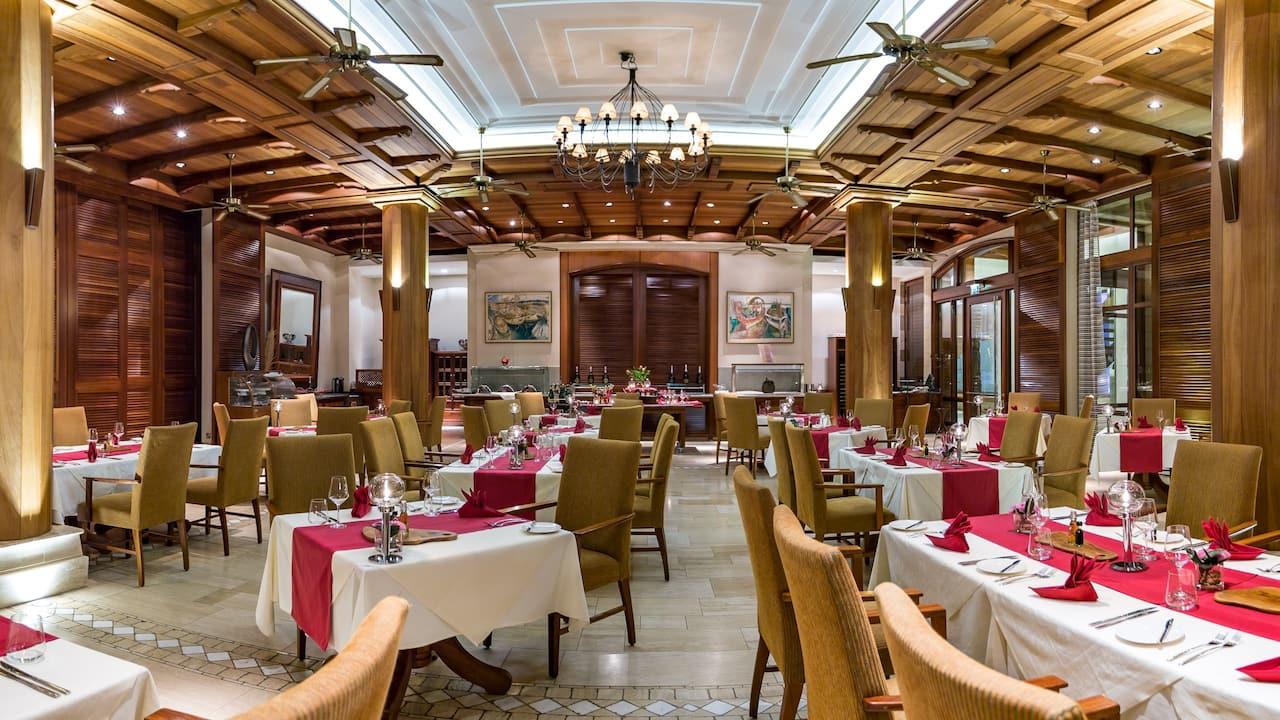 Bacchus Italian Gourmet Interior