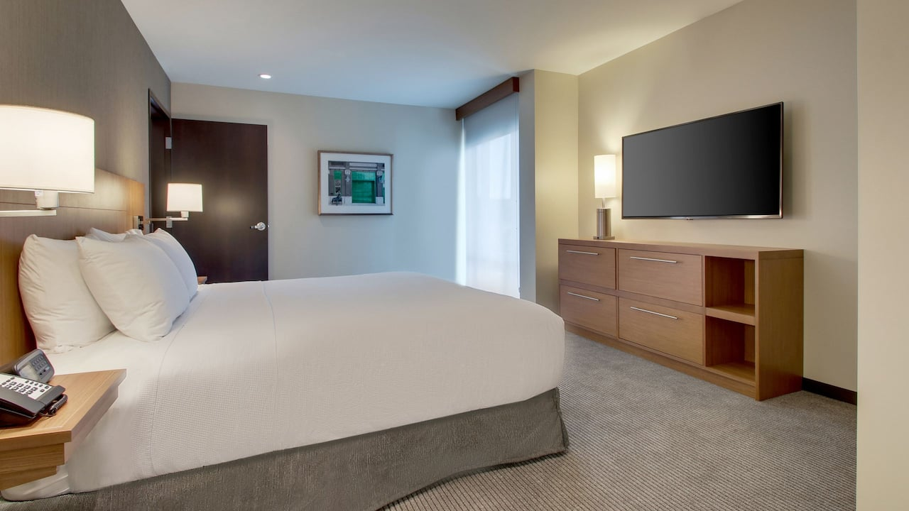 Downtown Milwaukee Hotel Rooms with King Bed at Hyatt Place Milwaukee Downtown