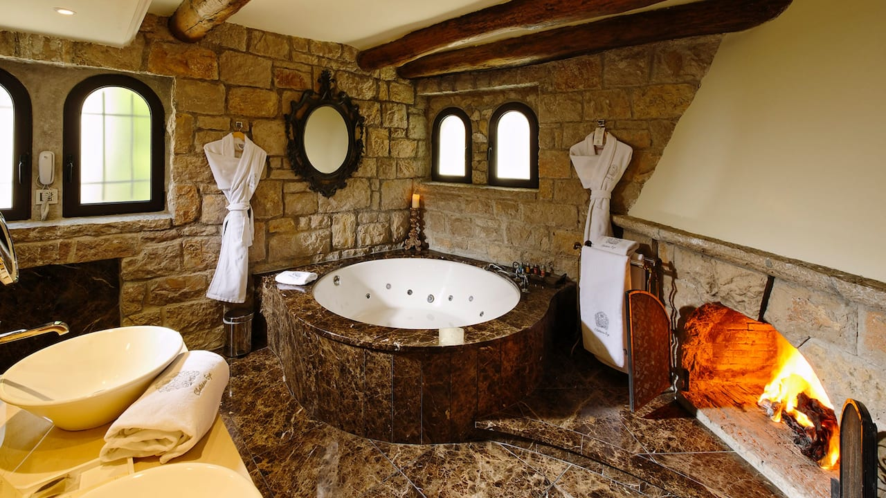Deluxe Room with Jacuzzi and Fireplace