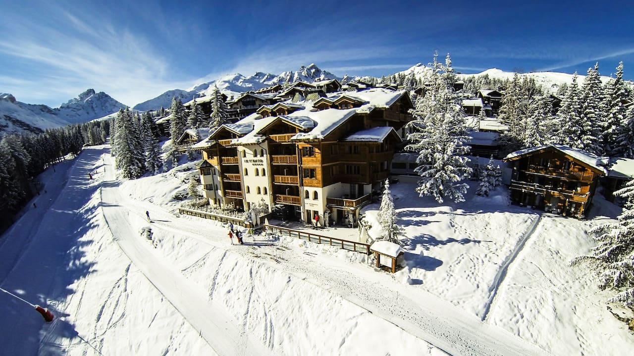 Hotel Le Strato Ski Slope View