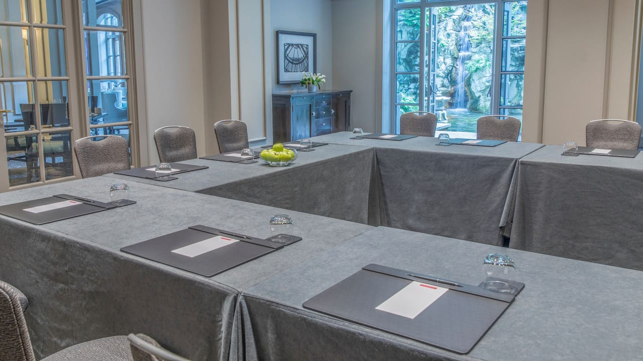 Cassis Meeting Room