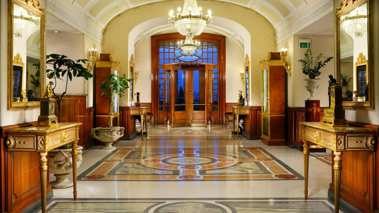 Grand Hotel Parkers lobby area
