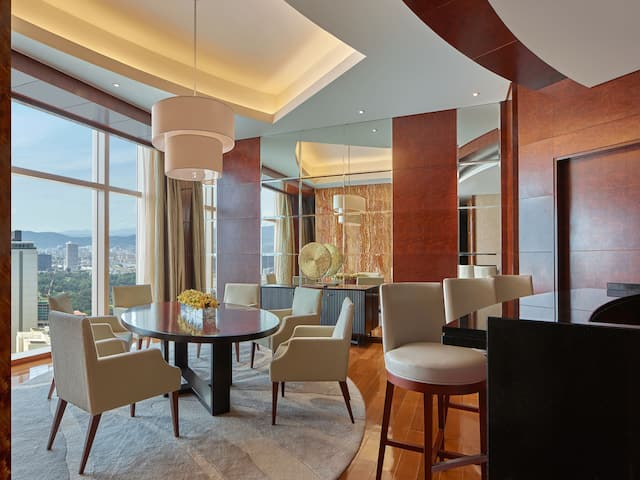 Diplomat Suite Dining Area