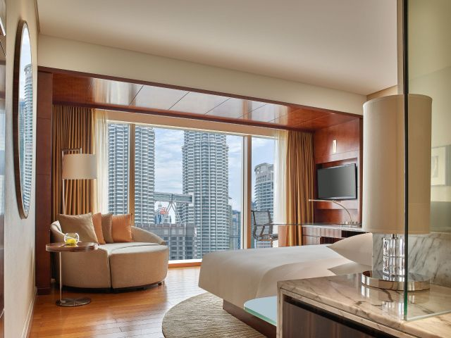 Grand Guestroom Twin Tower View