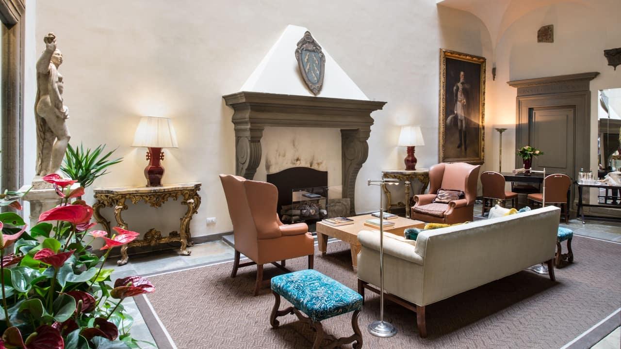 Palazzo Vecchietti lobby