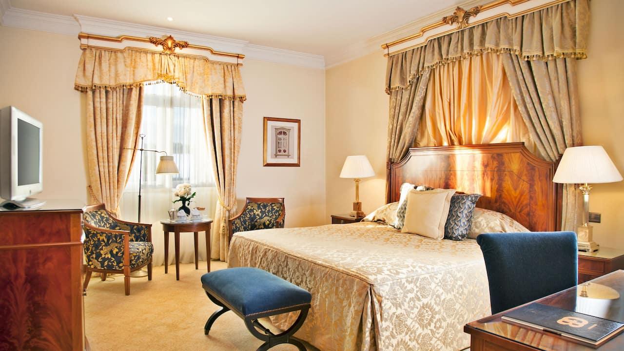 Suite Palacio Deluxe Bedroom Palacio Estoril Hotel