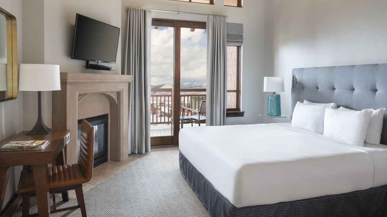 Hyatt Centric Park City Hotel Room with a Balcony and King bed