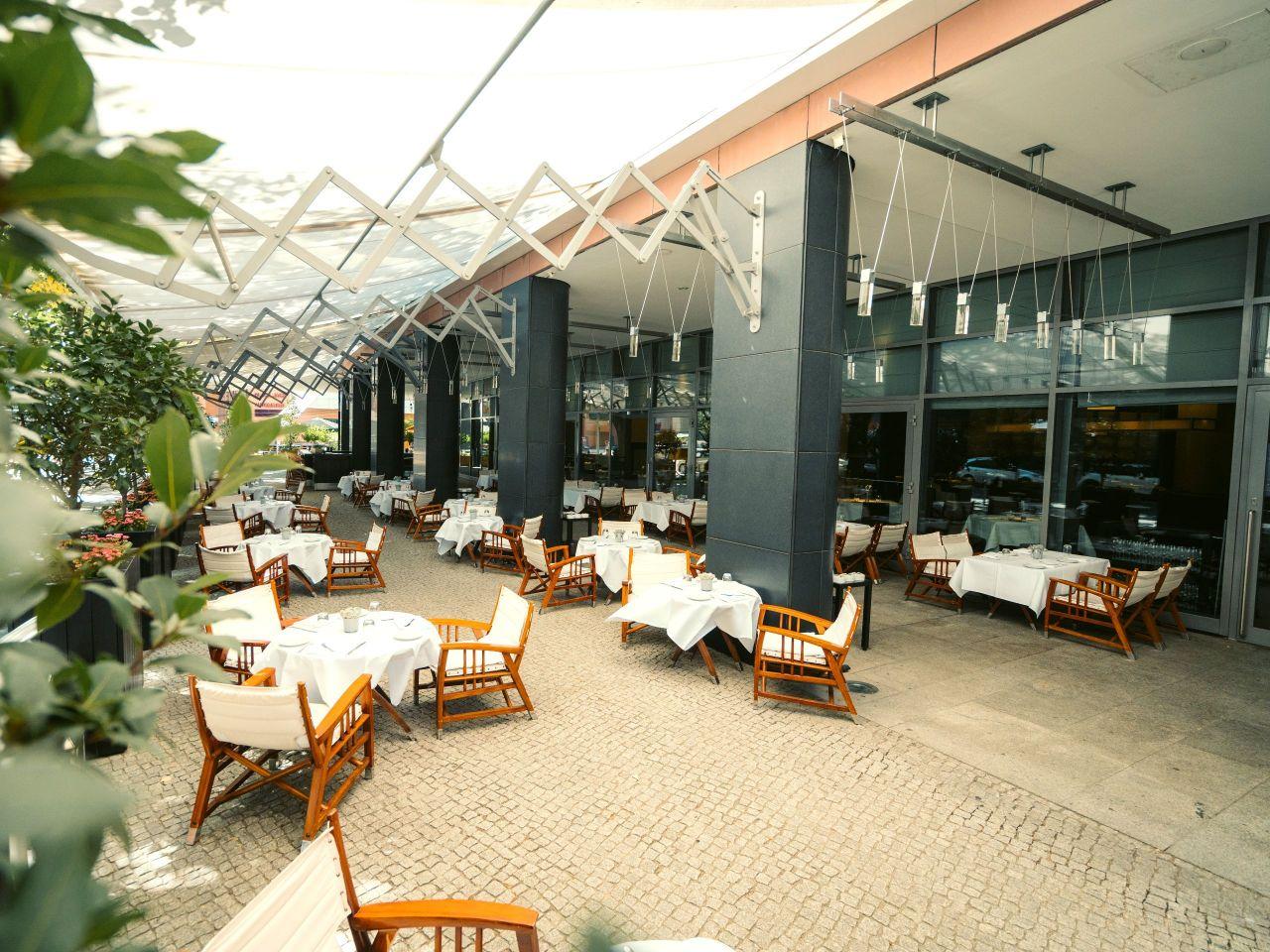 Vox Restaurant Sommerterrasse im Grand Hyatt Berlin