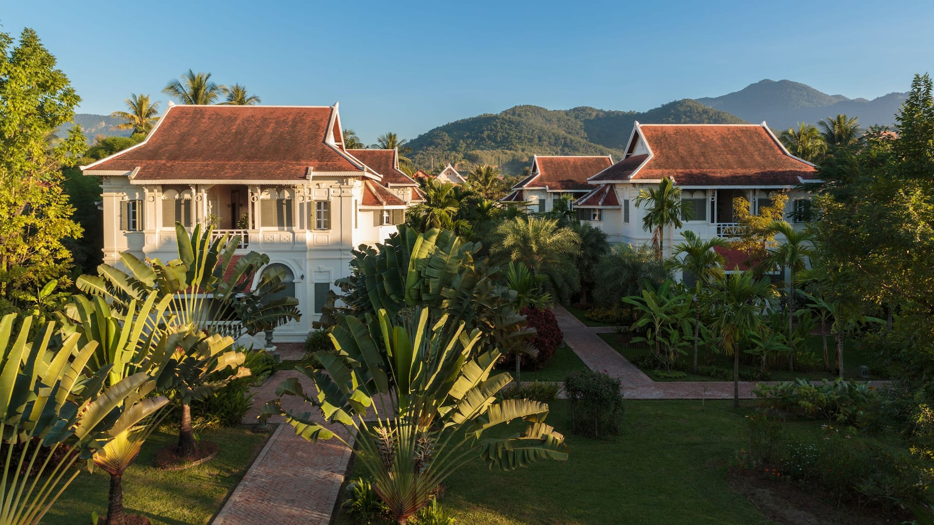 14,000 sqm of land in lush and tropical gardens