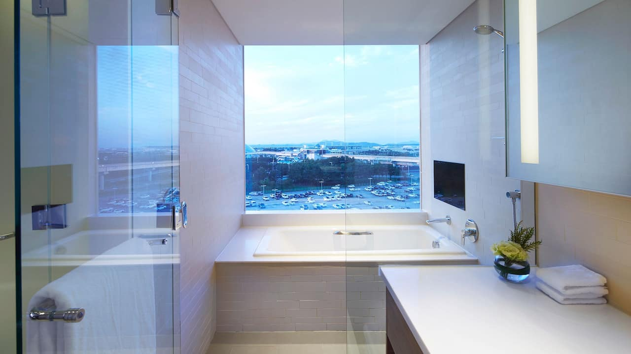 Grand Deluxe Suite Bathroom