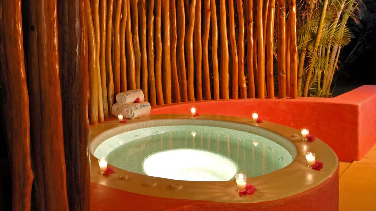 Domo Master Suite Hot Tub