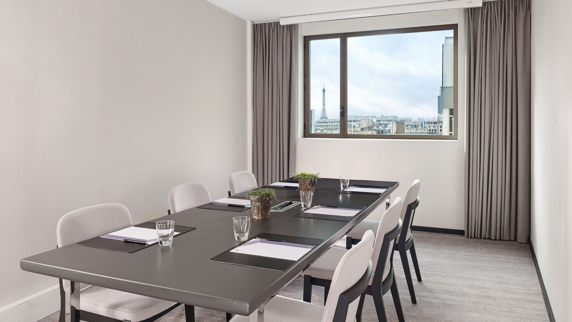 Meeting Room with View at Hotel Hyatt Regency Paris Étoile