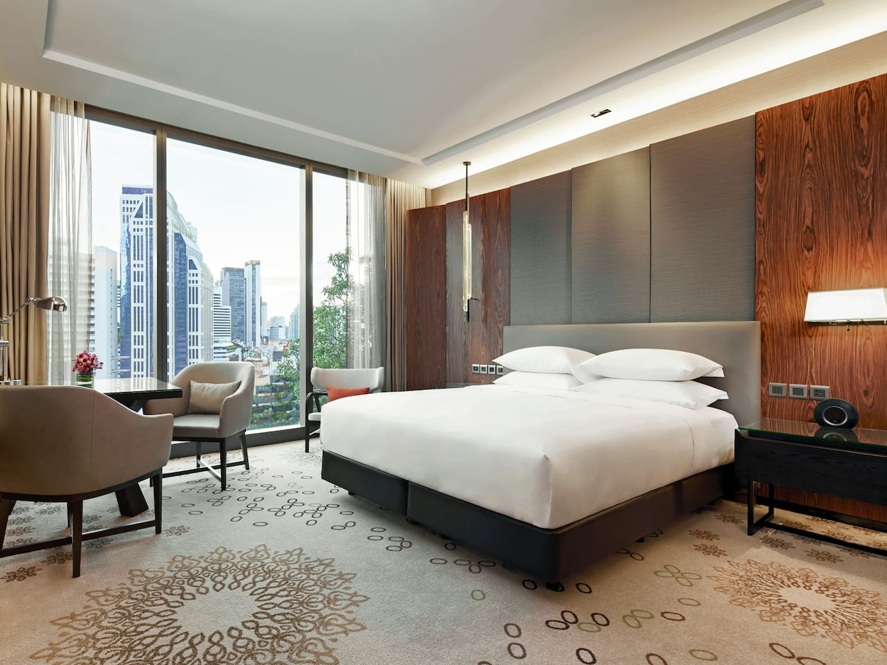 Hotel Near Terminal 21 Asoke with King Bed at Hyatt Regency Bangkok Sukhumvit