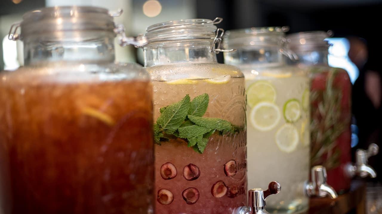Hyatt-Regency-Paris-Etoile-Breakfast-Juices