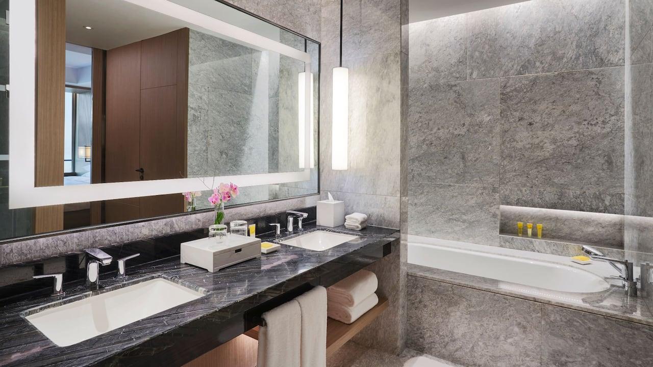 Regency-Suite-Bathroom