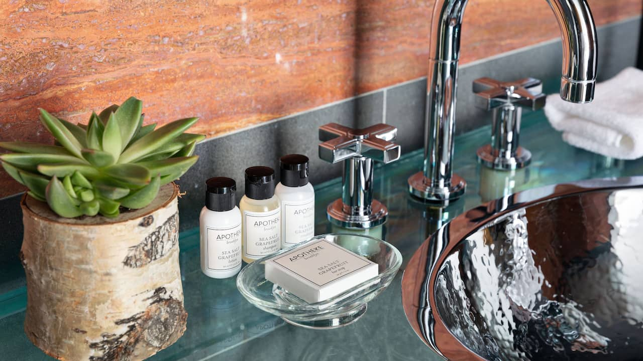 Apotheke Room Amenities