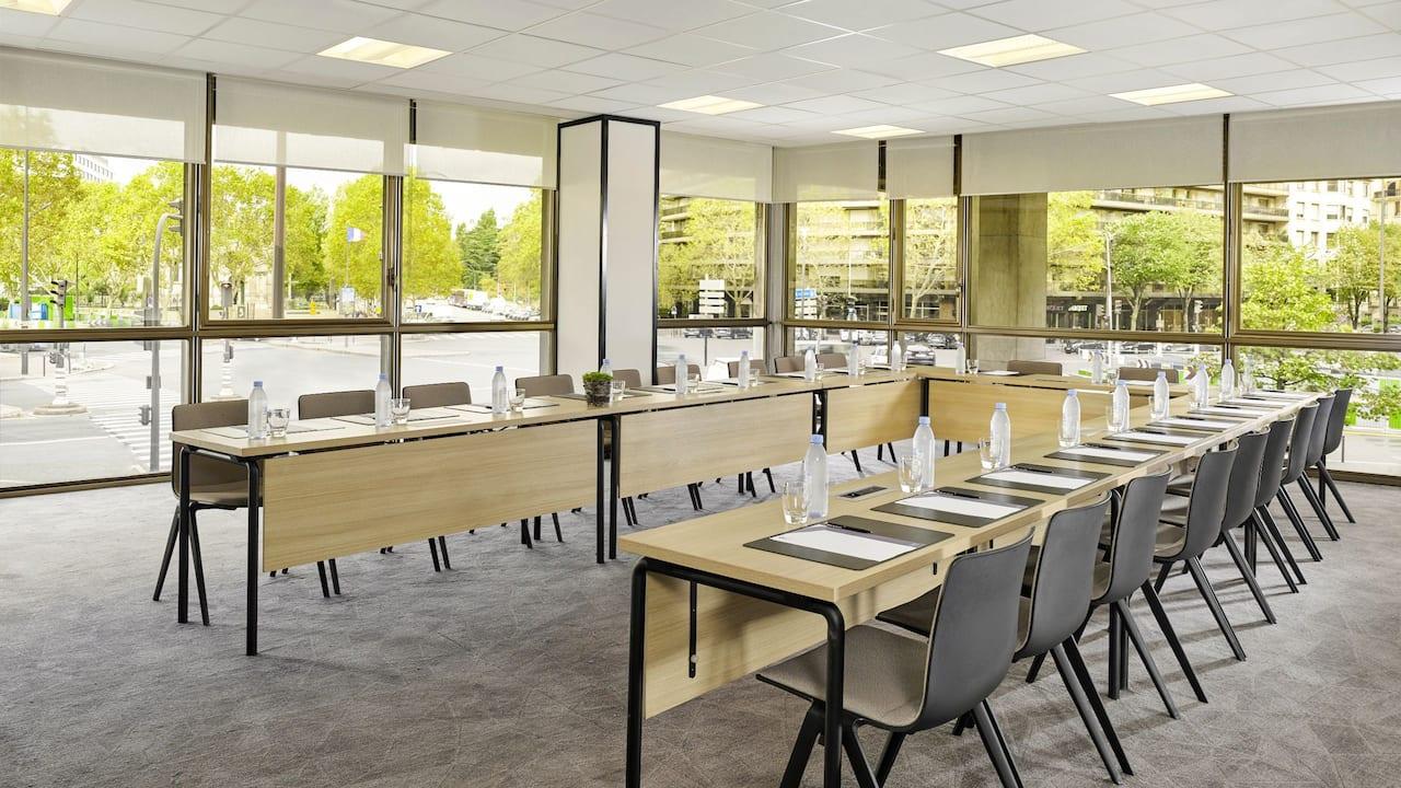 Hyatt Regency Paris Etoile Salle de Réunion Lab
