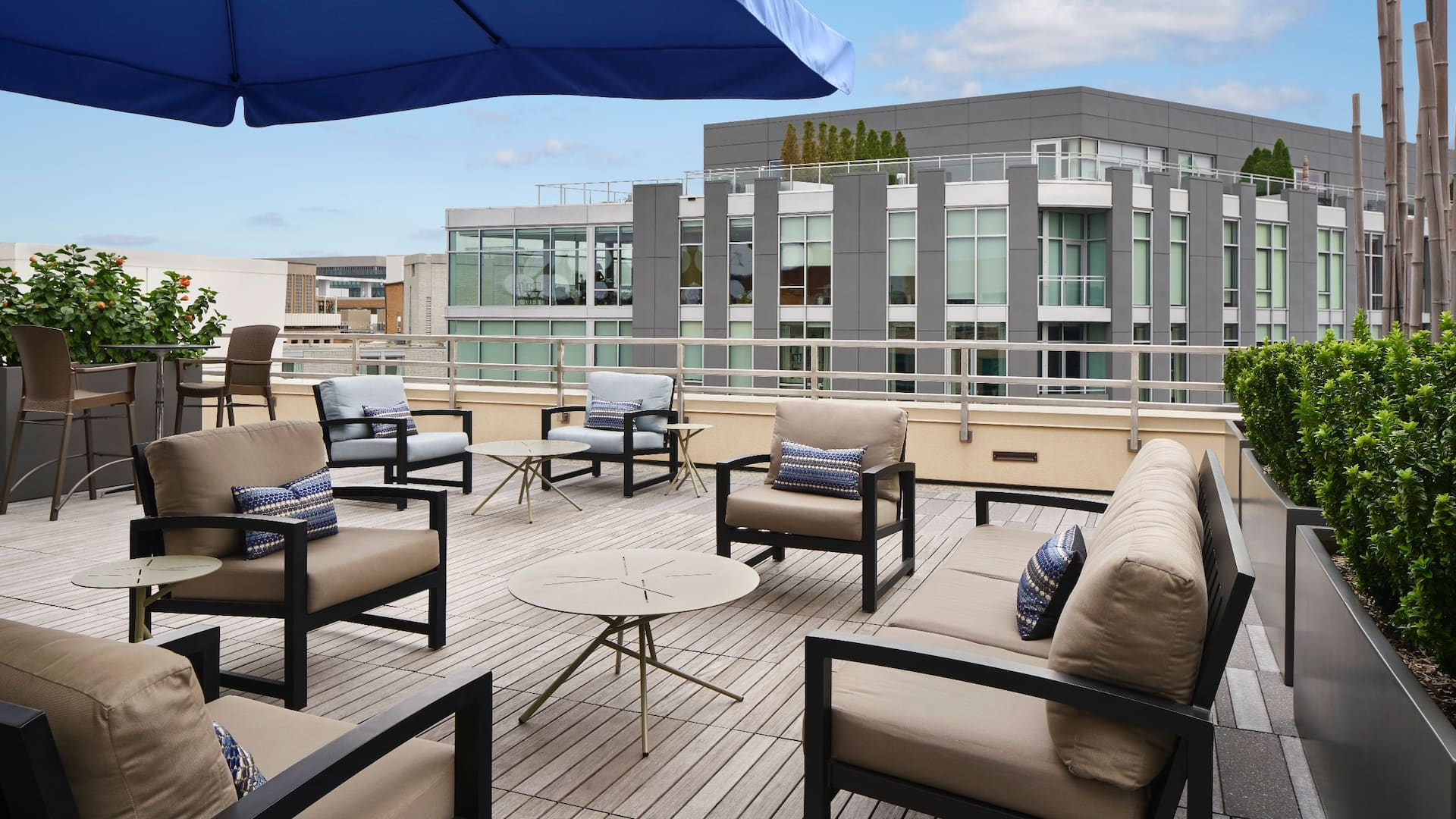 Outdoor Terrace Hyatt Place Washington DC / Georgetown / West End