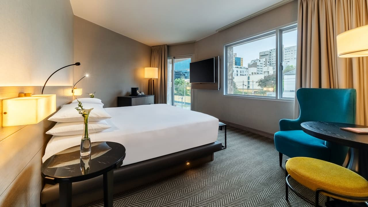 Guestroom with Balcony