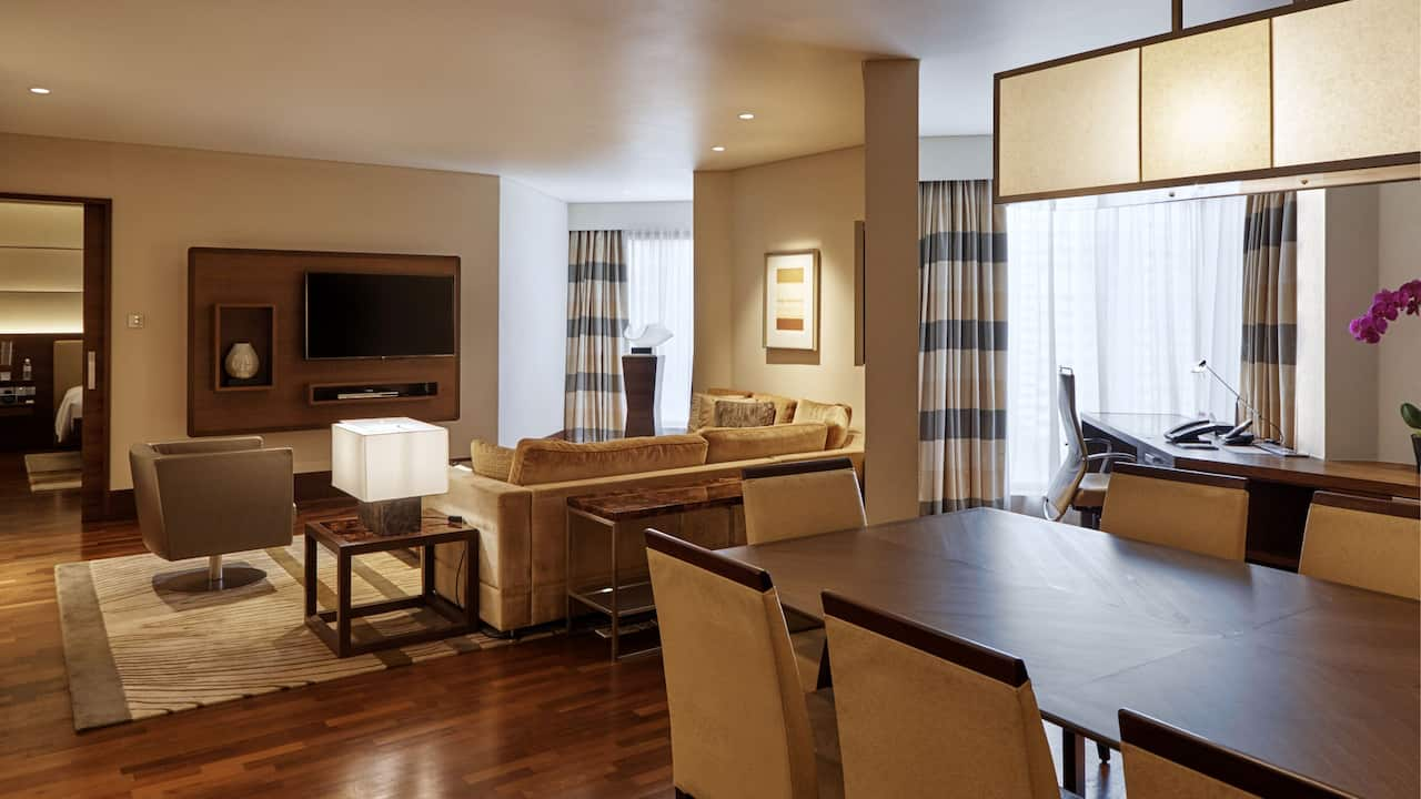 Premier Suite living area with dining and meeting table, Grand Hyatt Singapore