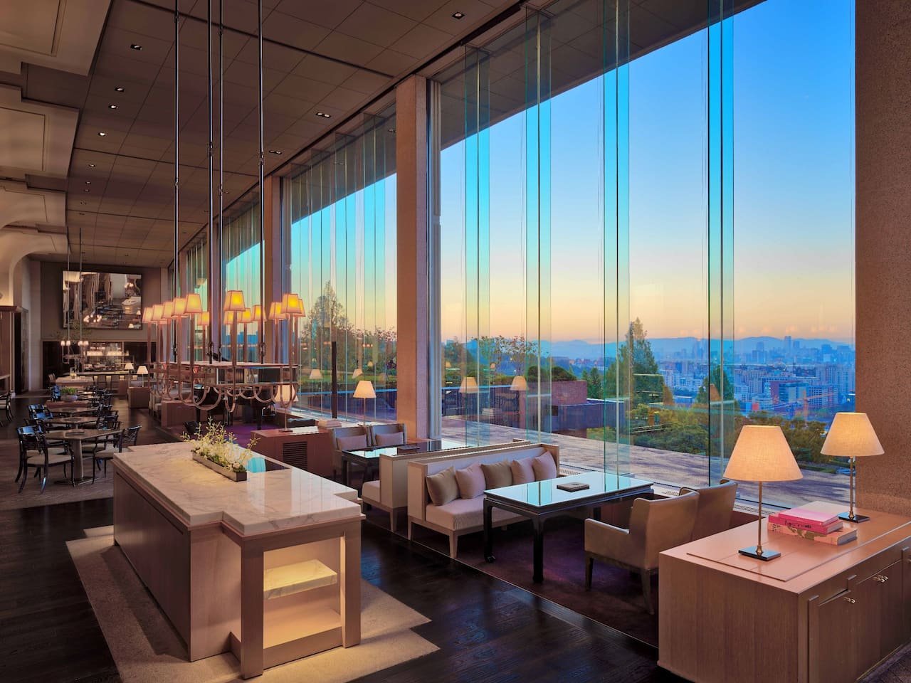 Arts, music and scenic views of the city at the Gallery Lobby Lounge