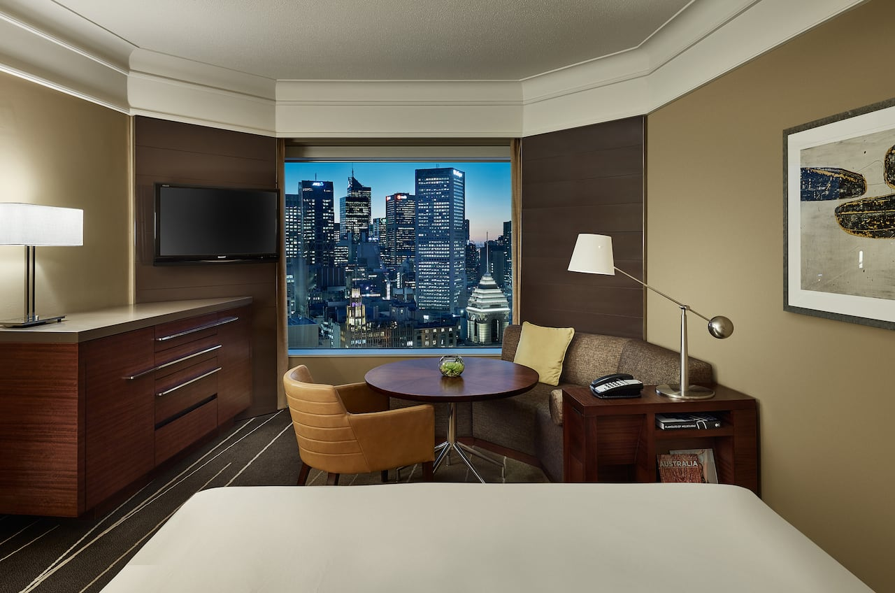 Grand City View King Guestroom