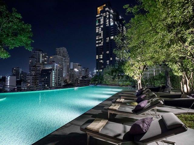 Hotel Near Central World Bangkok with Infinity Pool at Hyatt Regency Bangkok Sukhumvit