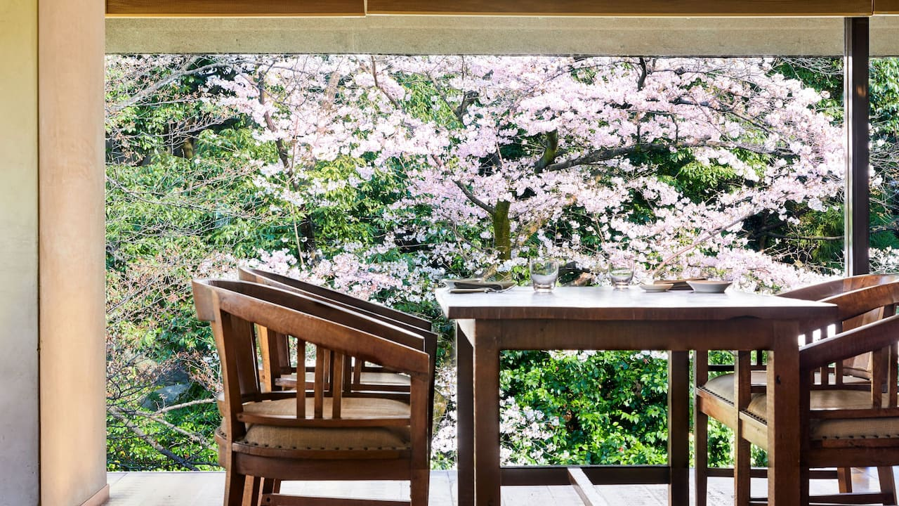 Sakura view table
