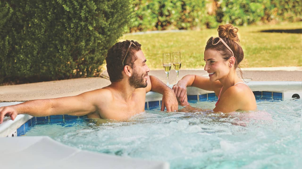 Jacuzzi Couple