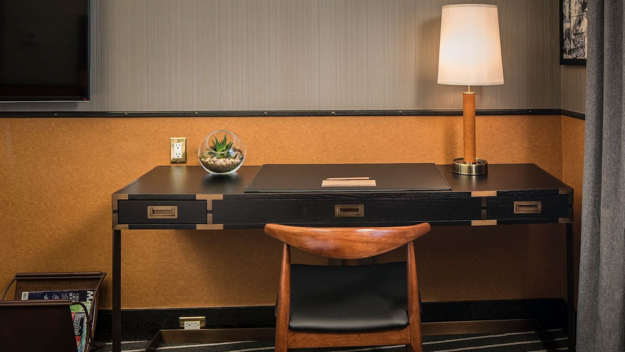 Premium King Room Desk