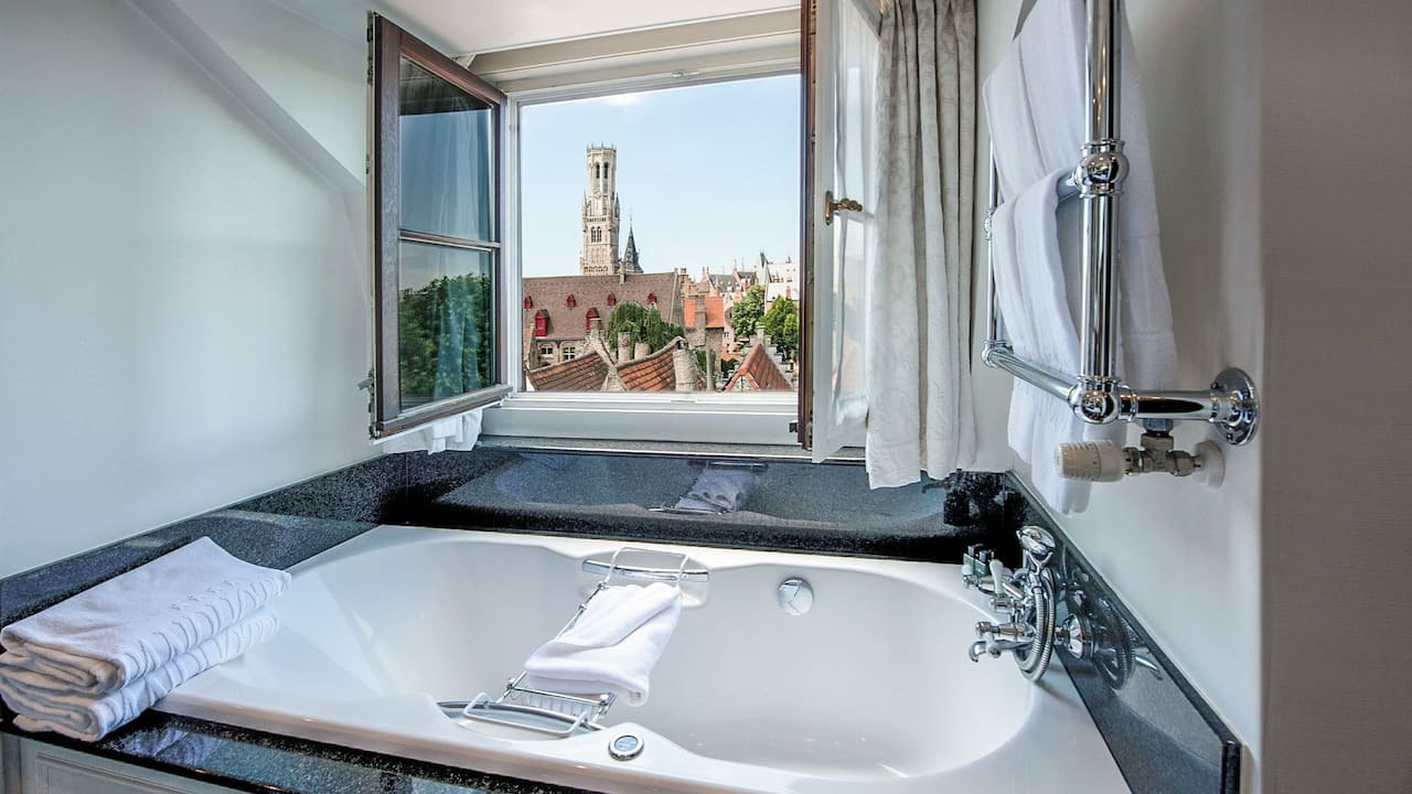Bathroom Jacuzzi with view