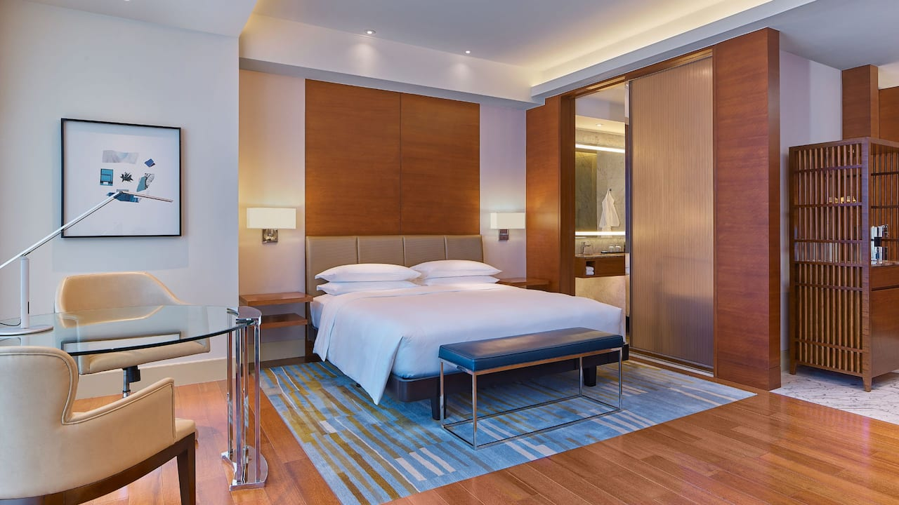 grand hyatt manila 1 king bed club access deluxe