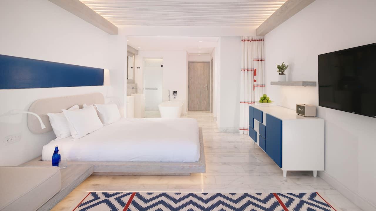 Riviera Retreat Guestroom