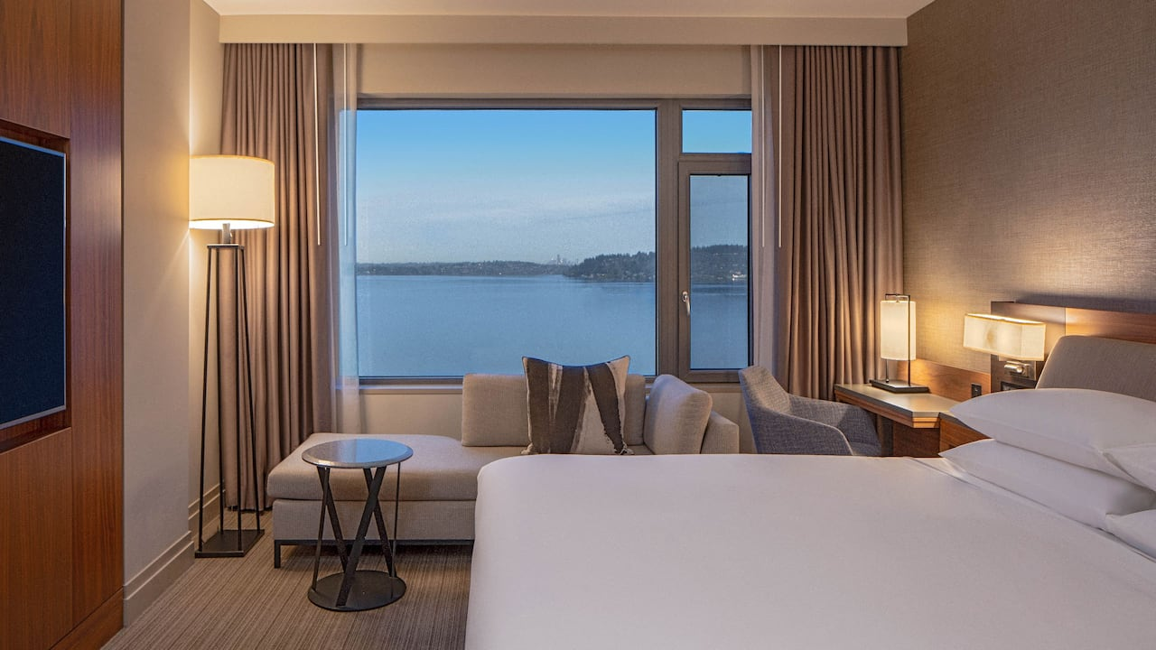 King Bedroom Lake View Hyatt Regency Lake Washington at Seattle's Southport