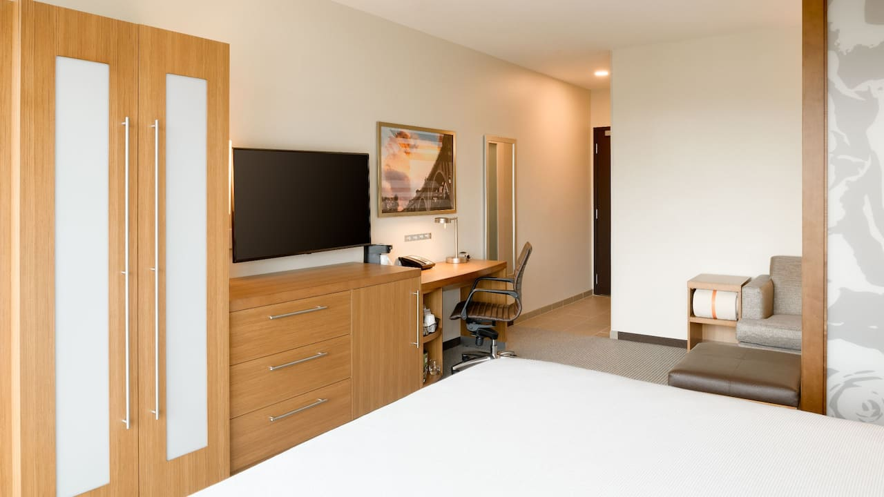 Desk and TV in King Guestroom at Hyatt Place Pasadena