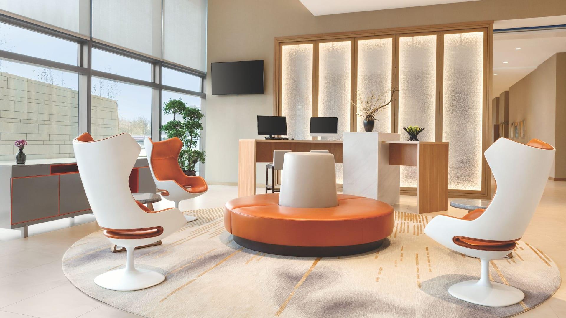 Lobby E-Room