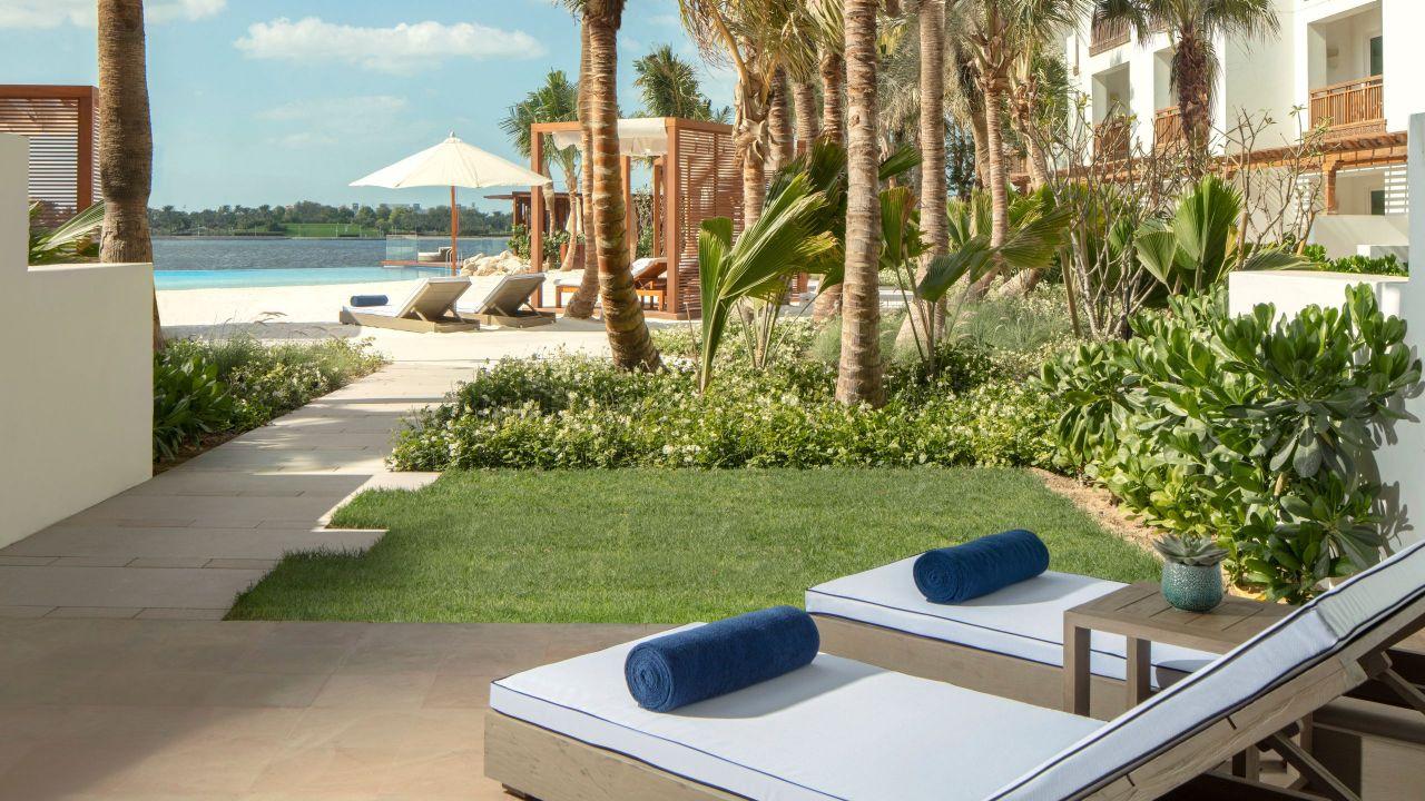 Lagoon Beach Room