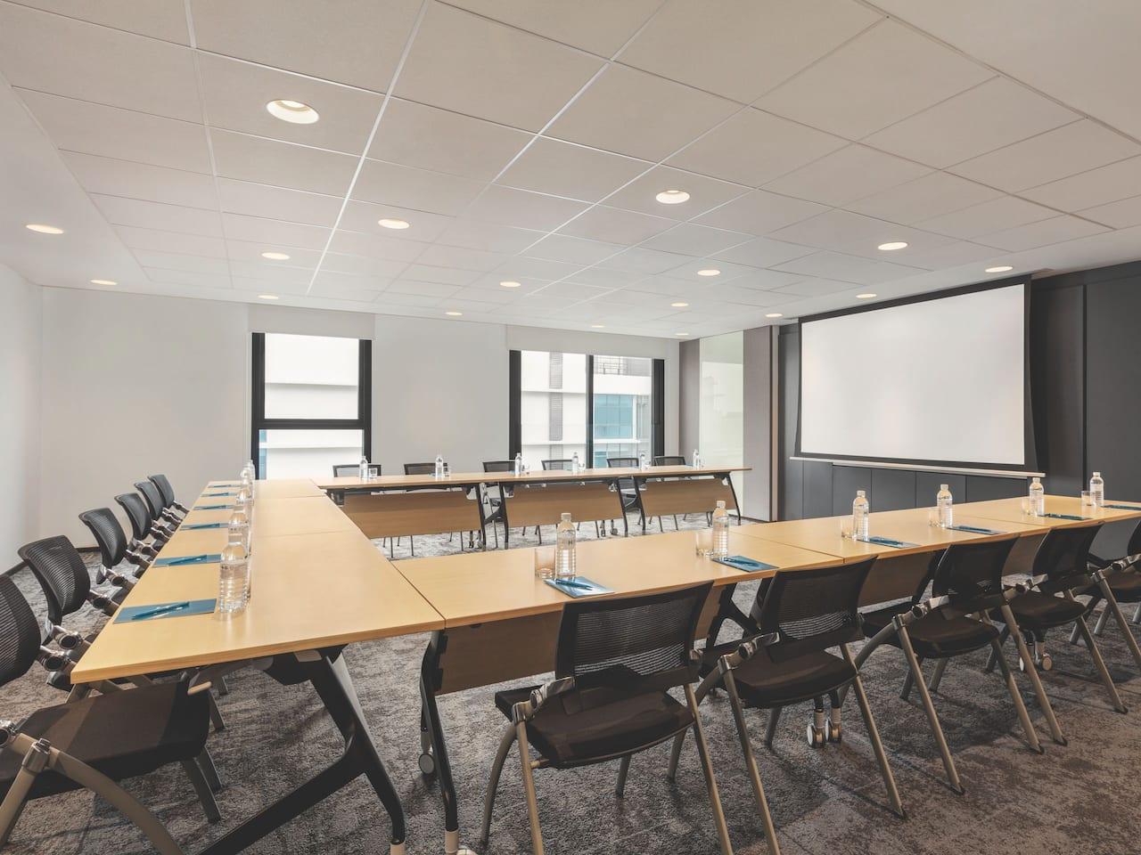 Meeting Space Ushape Setup