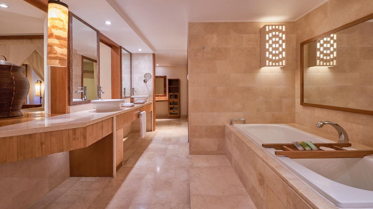 Grand Hyatt Bali Club Executive Suite Bathroom