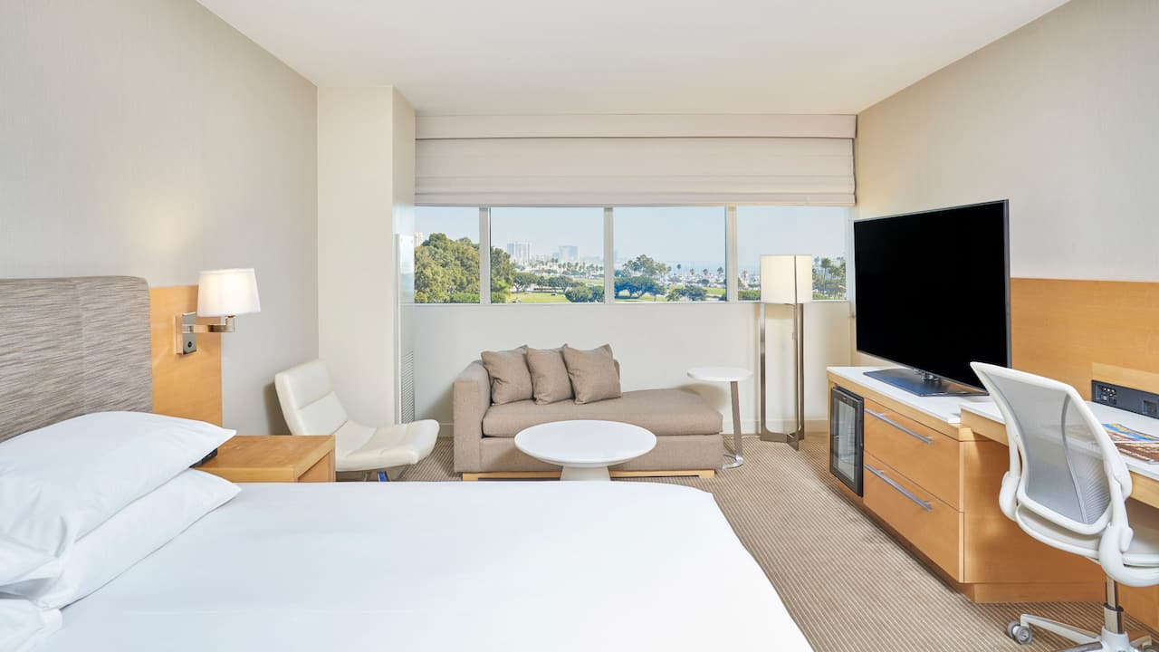 King Bed Guestroom City View