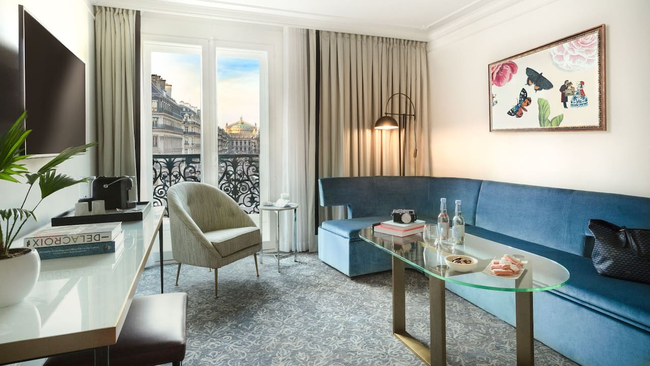 Executive View Living Room - Hotel du Louvre