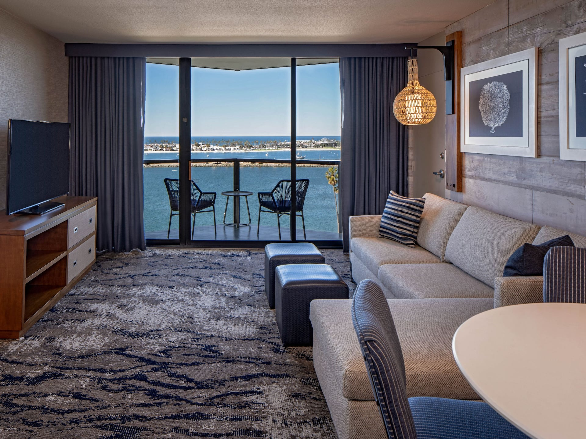 Hyatt Regency-Mission-Bay-Spa-and-Marina/King Window View